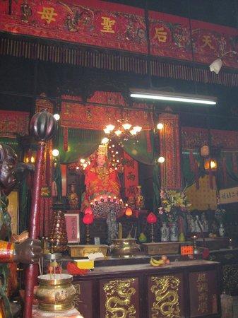 Tin Hau Temple: 内部