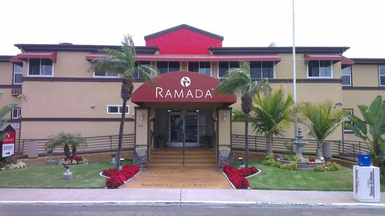 Ramada San Diego Airport - Front entrance
