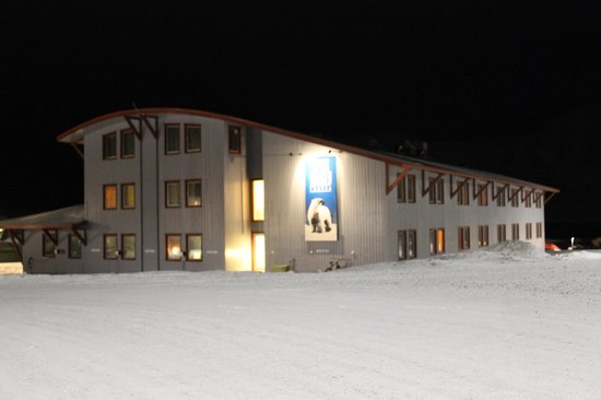 Radisson Blu Polar Hotel, Spitsbergen, Longyearbyen : Hotel apartment building from outside