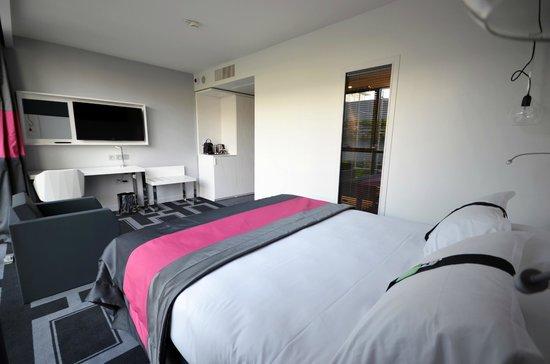 Holiday Inn Dijon Toison d'Or : Chambre Double Vue piscine