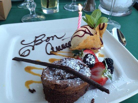 Chez Francois Restaurant: Anniversary Dessert