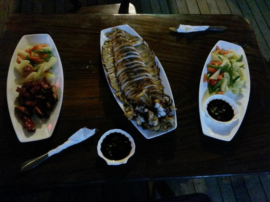 Malapascua Legend: Huge grilled squid - dinner at hotel (approx. 30 USD)