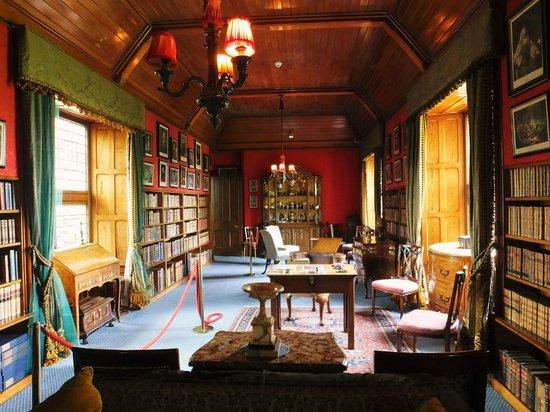 Lauriston Castle: Library