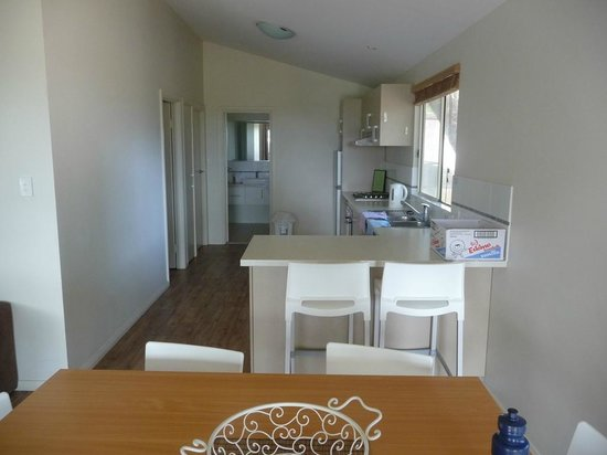 Hamelin Bay Holiday Park: Dining/Kitchen area