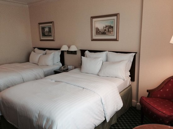 Warsaw Marriott Hotel : Big twin bed