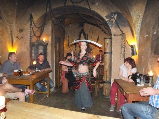 Tavern U Krale Brabantskeho: Sword dancing..!