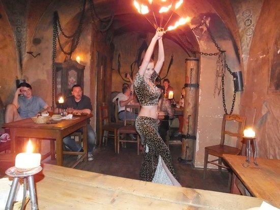 Tavern U Krale Brabantskeho: Fise dance..!
