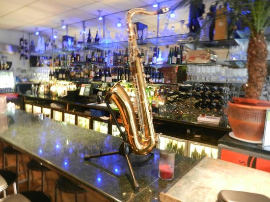 Cuccini's Restaurant & Bar: Cuccinis Saxophone