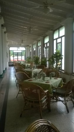 Green Hotel : The cafe....