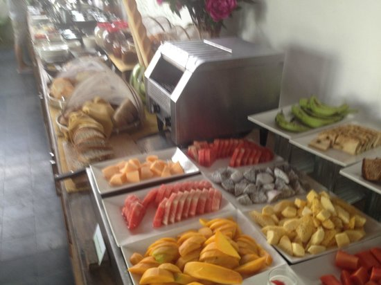 The Plantation Urban Resort and Spa: Great selection of Fruit for Breakfast