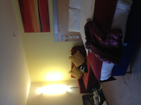 Holiday Inn Express Edinburgh - Royal Mile: A glance of the room