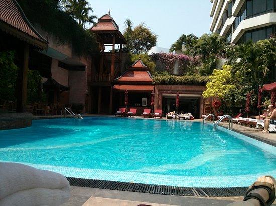 Landmark Bangkok: The pool