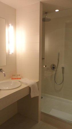 Room Mate Aitana: 9th Floor Bathroom