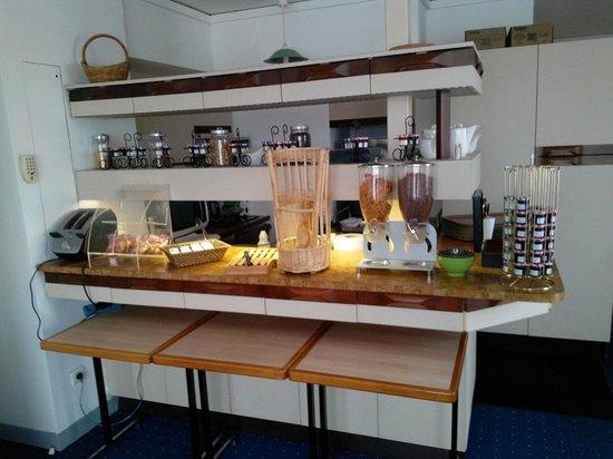 Ibis Styles Meaux Centre: Breakfast Buffet