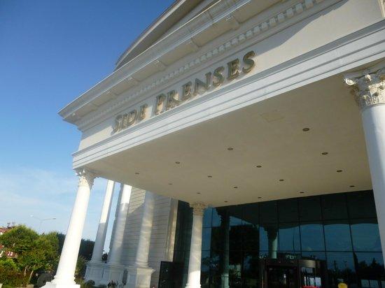 Side Prenses Resort Hotel & Spa: Front of hotel