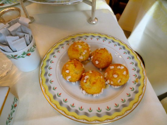 Four Seasons Hotel George V Paris : Pretty little delicacies