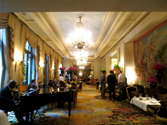 Four Seasons Hotel George V Paris: Lounge area where we had our tea