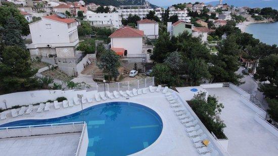 Hotel Labineca: Teren basenu
