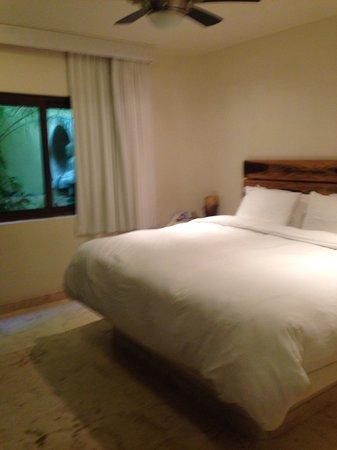 El Taj Oceanfront & Beachside Condos Hotel: Bedroom was huge