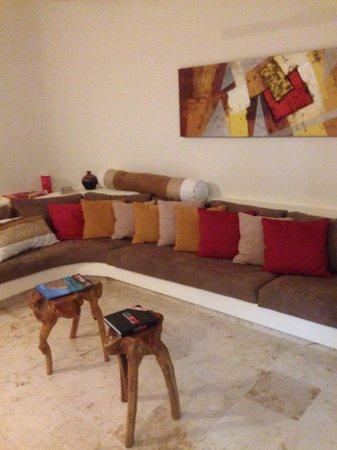 El Taj Oceanfront & Beachside Condos Hotel: Great living room
