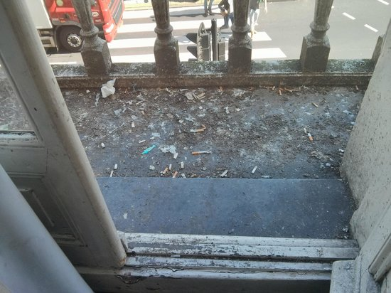 Vivaldi Hotel : Messy balcony
