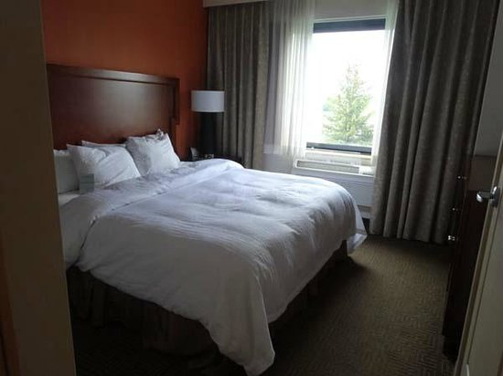 Embassy Suites by Hilton Portland Maine: Bedroom