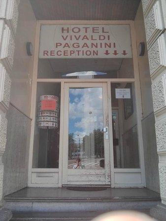 Vivaldi Hotel : Front