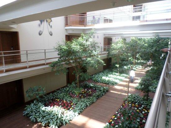Gloria Serenity Resort : Internal walkway to rooms