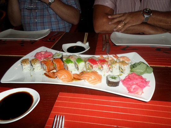 Gloria Serenity Resort : Sushi starters in the Asian