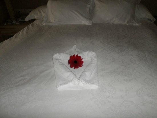 Gloria Serenity Resort : Nice touch on the bed