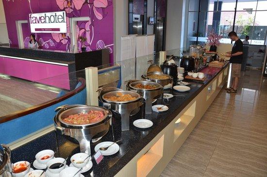 favehotel Daeng Tompo: Ontbijt