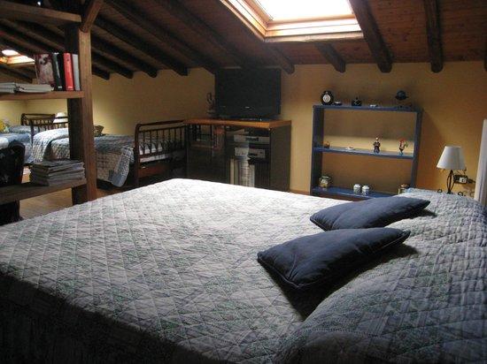 Villa Rosa  Etna Bed & Breakfast: the double bed in top floor room