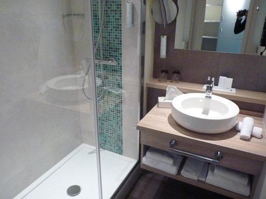 Hôtel Le B d'Arcachon : Salle de bain