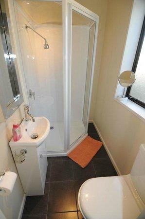 Designer Cottage: Bathroom