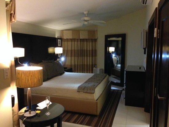 Bucuti & Tara Beach Resort Aruba: Our Ocean Bungalow...great room!
