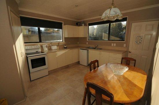 Designer Cottage: Kitchen / Dining