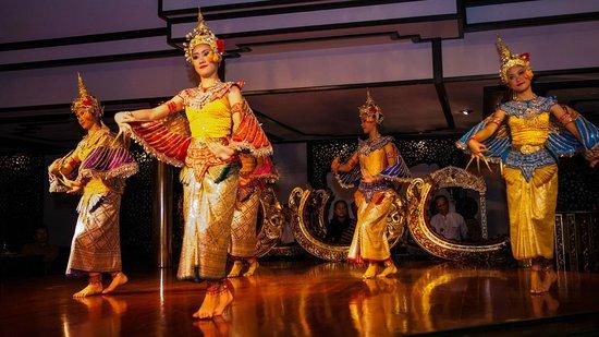 Mandarin Oriental, Bangkok: Dancing show at Sala Rim Nam Restaurant