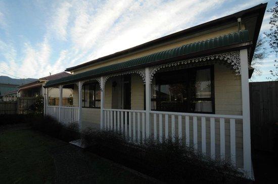 Designer Cottage: Cottage - Next Door