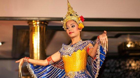 Mandarin Oriental, Bangkok : Dancing show at Sala Rim Nam Restaurant