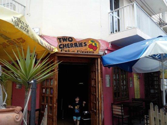 Two Cherries Pub: Entrance