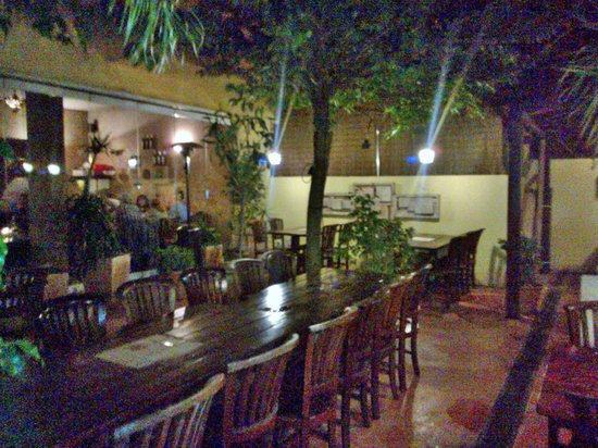 La Bodeguita: Courtyard seating