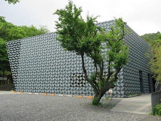 Kanayama Castle Remains: 本当にきれいです。ガイダンス施設。