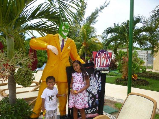 All Ritmo Cancun Resort & Waterpark: publicidad del coco bongo