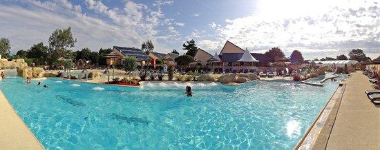 Yelloh! Village L'Océan Breton : piscine chauffée exterieure