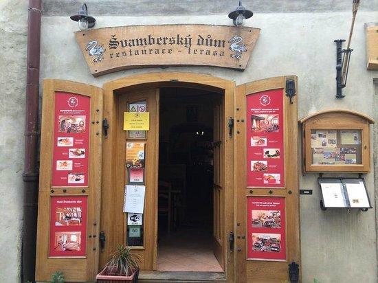 Svambersky dum Hotel: Вход в ресторан