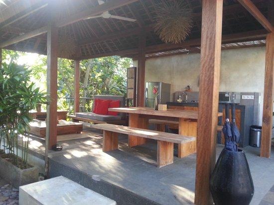 Luwak Ubud Villas: Outdoor dining area