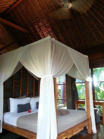 Luwak Ubud Villas: Master bedroom