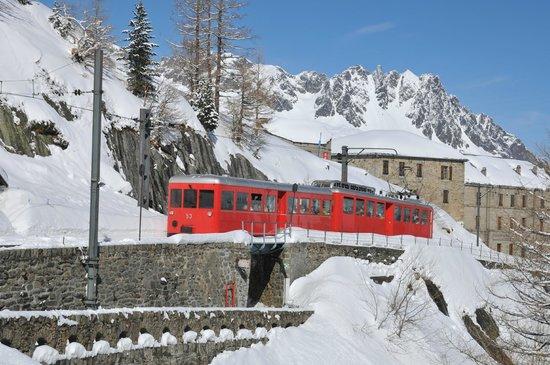 Montenvers Train - La Mer de Glace: Монтенвер