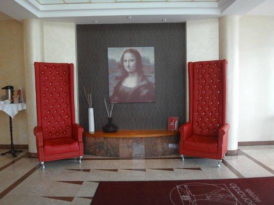 Leonardo Hotel Aachen: Hall de entrada