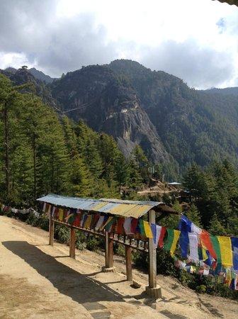 Taktsang Palphug Monastery: Мoнaстырь Тaксaнг Лaгхaнг Дзoнг